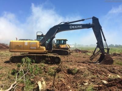 Excavators-John Deere-200DLC